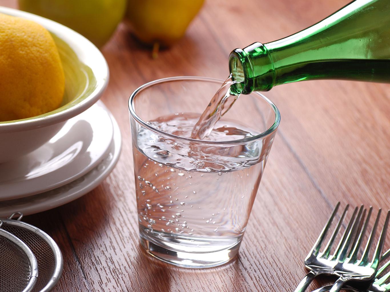 Вредно ли пить воду во время еды?