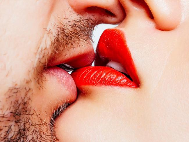 Каждый пятый мужчина непричисляет поцелуй кизмене