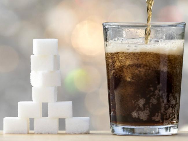 Основная опасность от употребления газированных и сладких напитков