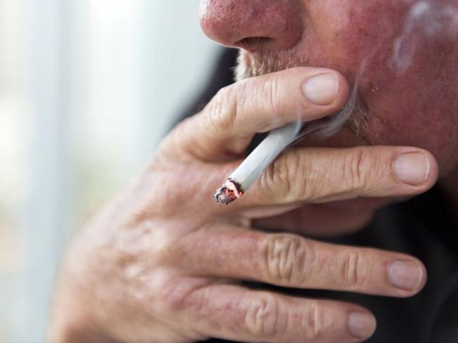 Курение сигарет приводит к преждевременному старению лица