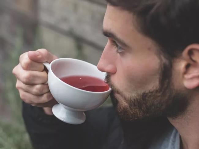 Специалисты рассказали, чем опасен холодный черный чай