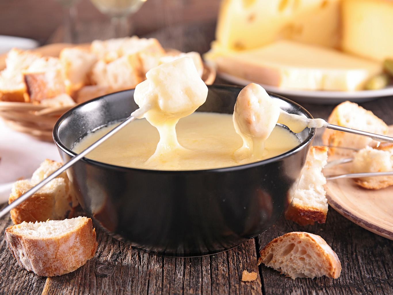 Как сделать сырное фондю в домашних условиях