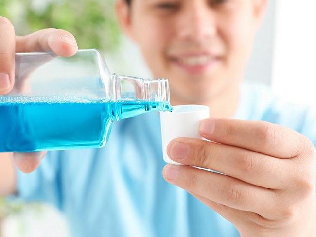Как ополаскиватель для рта помогает защититься от коронавируса