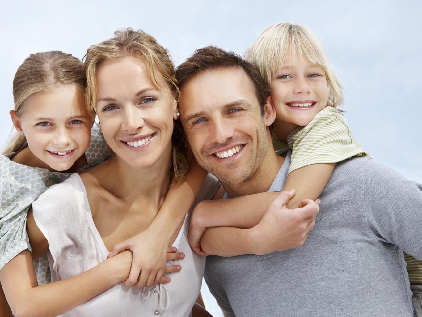 Семья с четырьмя детьми фото
