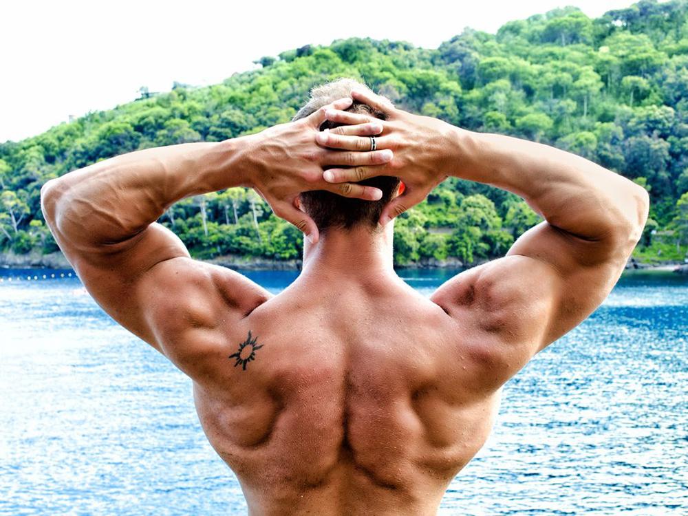 Как накачать широкие плечи?