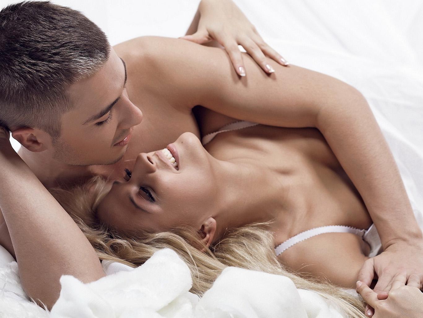 видео русские занимаются смотреть сексом четвером