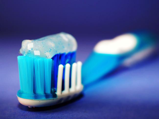 Как чистка зубов связана с половой проблемой у мужчин?