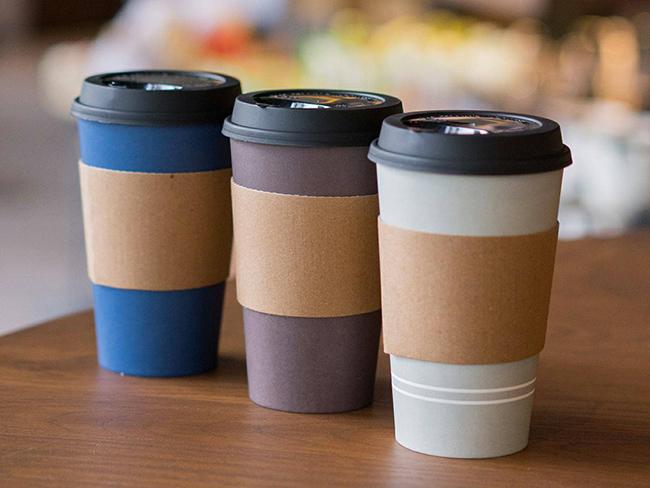 Ученые рассказали, почему пить кофе из бумажных стаканчиков опасно