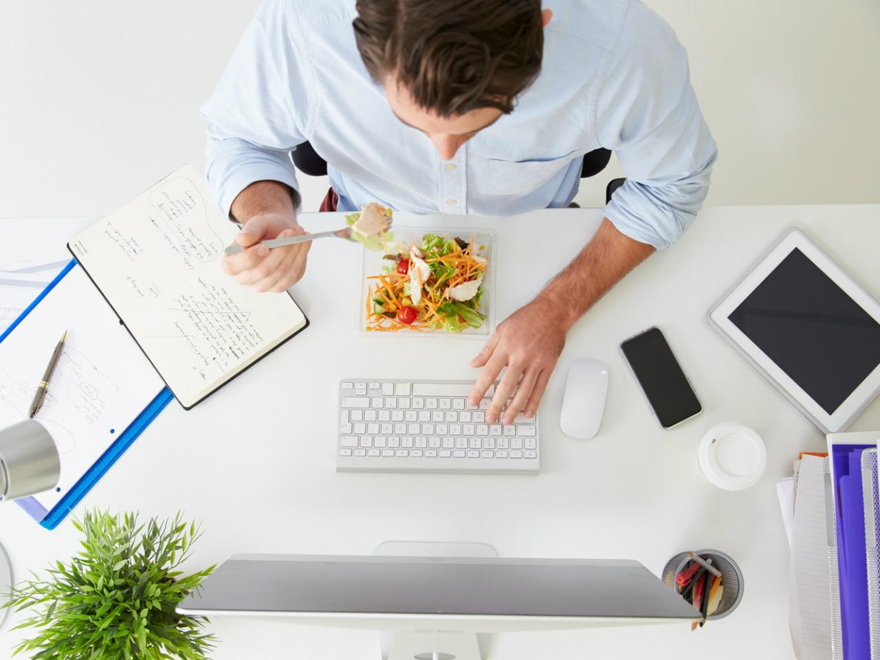 7 советов, как правильно питаться в офисе