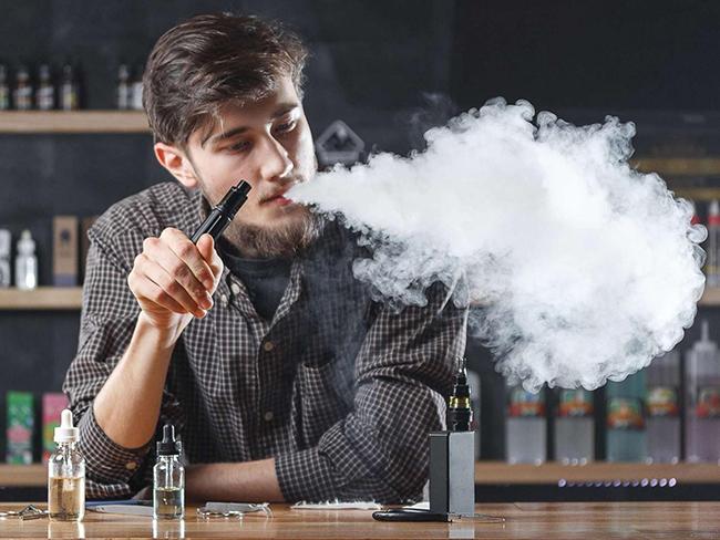 Эксперты рассказали о последствиях курения электронных сигарет