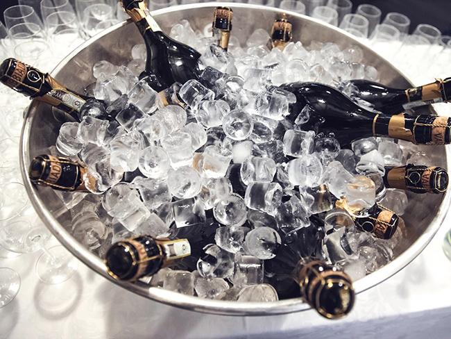 Чем опасен алкоголь в жару, объяснили медики