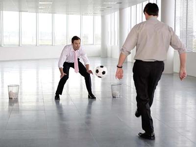 Топ самых популярных  способов развеять  скуку на рабочем месте
