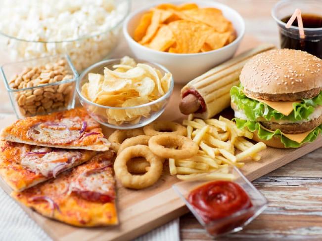 Диетологи назвали абсолютно вредные продукты