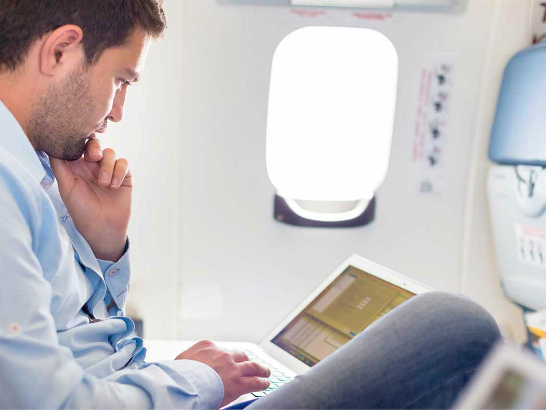 11 способов сделать перелет на самолете комфортным