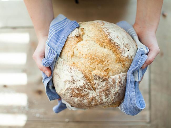 Ученые рассказали, почему вредно кушать горячий хлеб