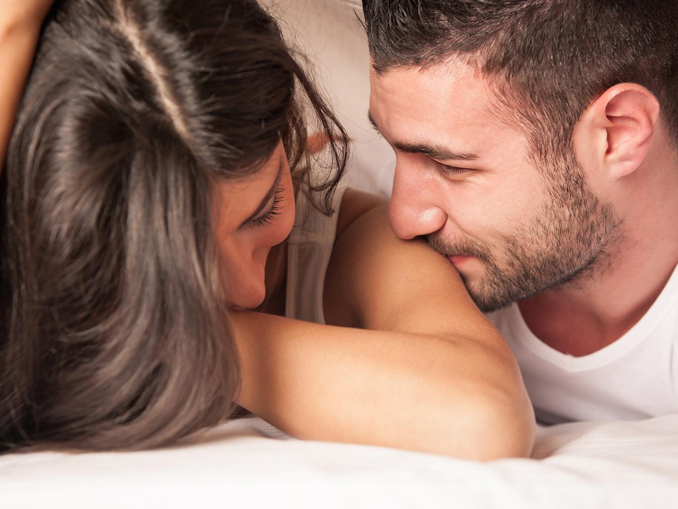 Смотреть девушка любит с мужем, Порно жены. Секс с женами. Любовники ебут чужих жен 6 фотография