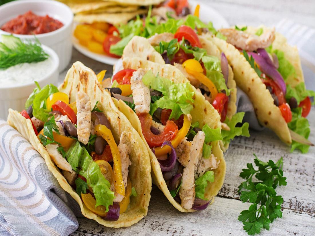 Секс по мексиканский на кухне