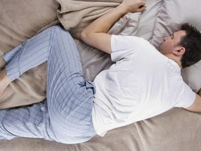 Ученые рассказали, в какой позе опасно спать
