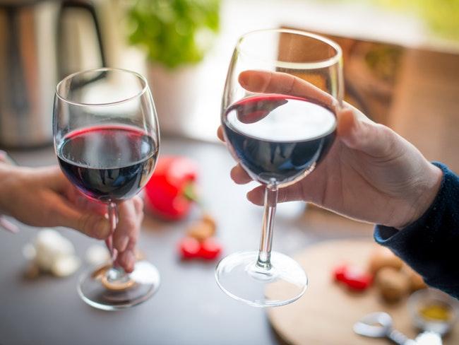 Красное вино улучшает работу кишечника
