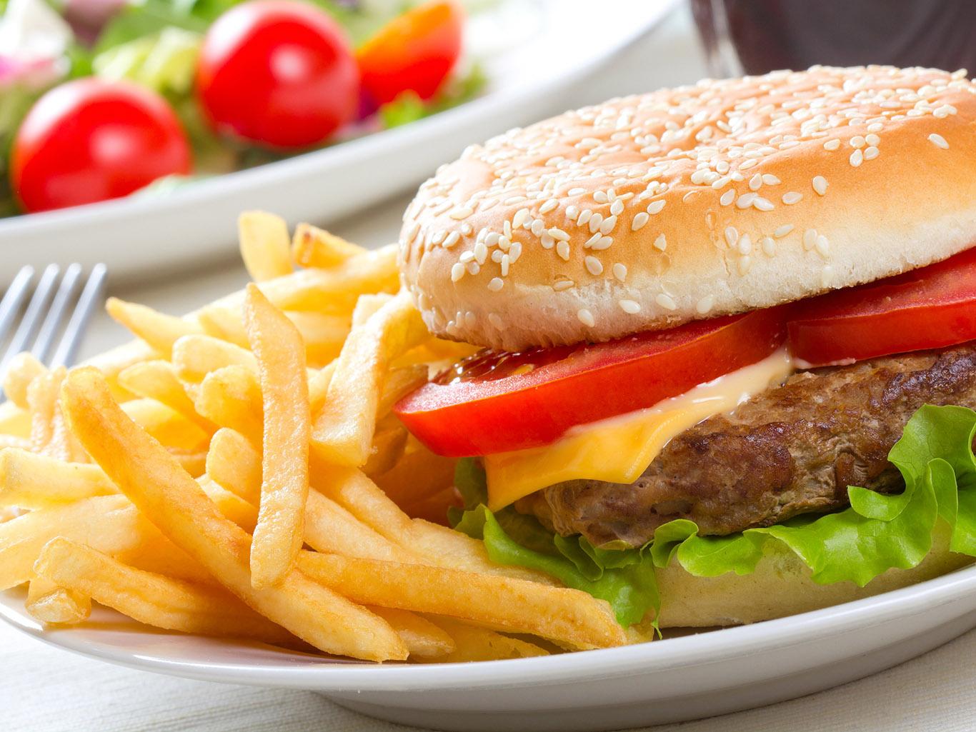 Список опаснейших продуктов, которые мы употребляем ежедневно