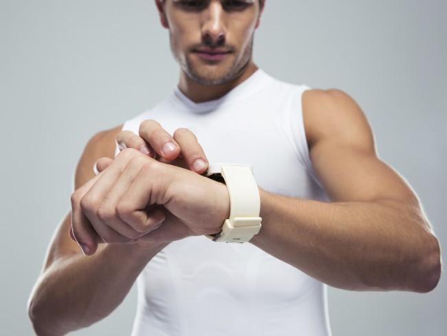 Кардиологи опровергли вред смарт-часов и фитнес-браслетов