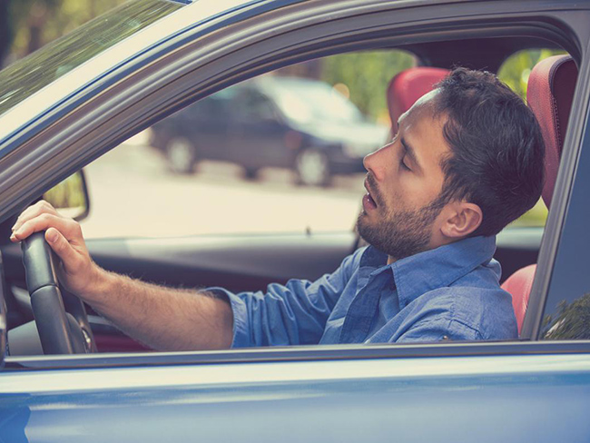 Учёные назвали причину, почему водителей за рулём клонит ко сну