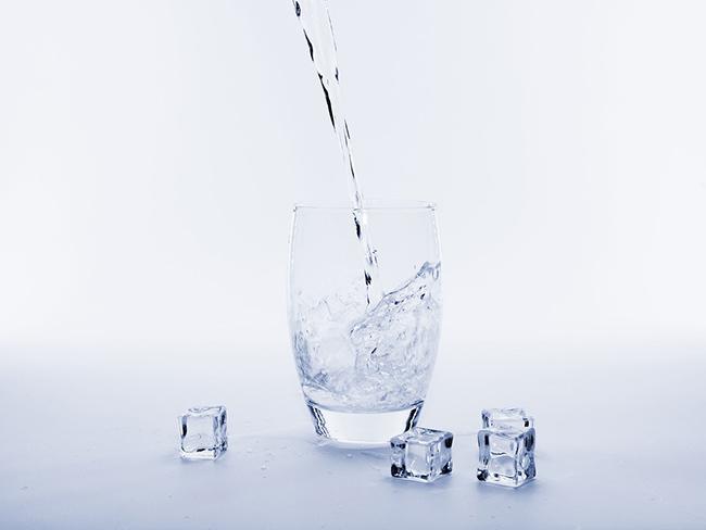 Сколько воды следует выпивать во время жаркой погоды?