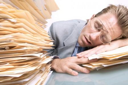 Работа более восьми часов в день повышает риск инсульта