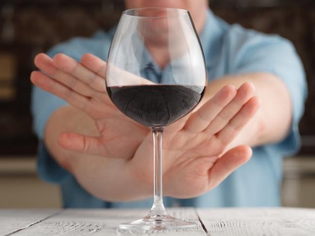 Эксперты советуют отказаться от алкоголя из-за коронавируса