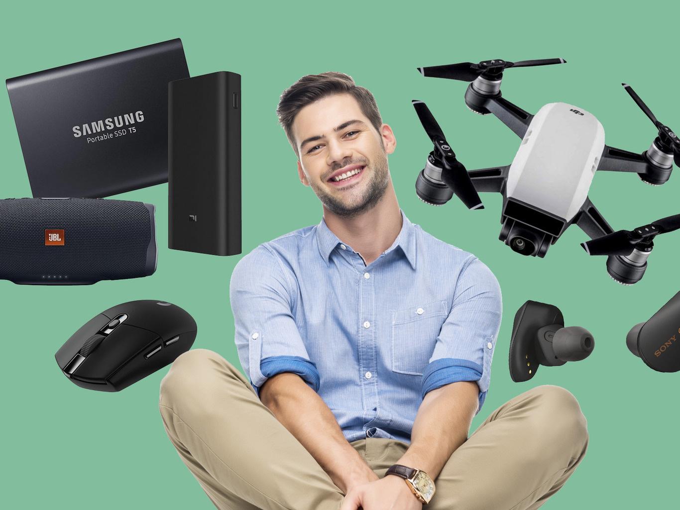 «Боевой арсенал» современного мужчины: электробритва, умные часы и другие гаджеты