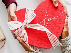 назван идеальный подарок девушке февраля