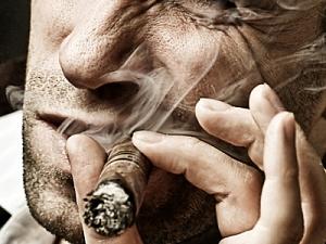 Курение сигар вредит  здоровью не меньше,  чем курение сигарет