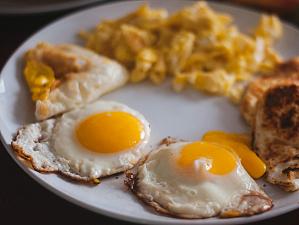 Ученые рассказали, почему яичница опасна для здоровья