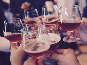 Медики сообщили, от какого количества спиртного начинает разрушаться печень