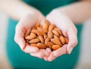 Орехи положительно влияют на качество спермы