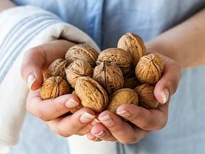 Грецкие орехи помогают предотвратить и бороться с раком кишечника