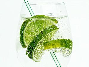 Почему не стоит часто пить воду с газом, объяснили врачи