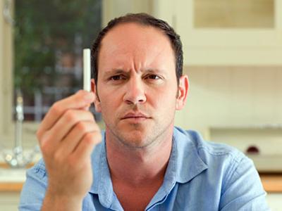 Курение провоцирует облысение у мужчин