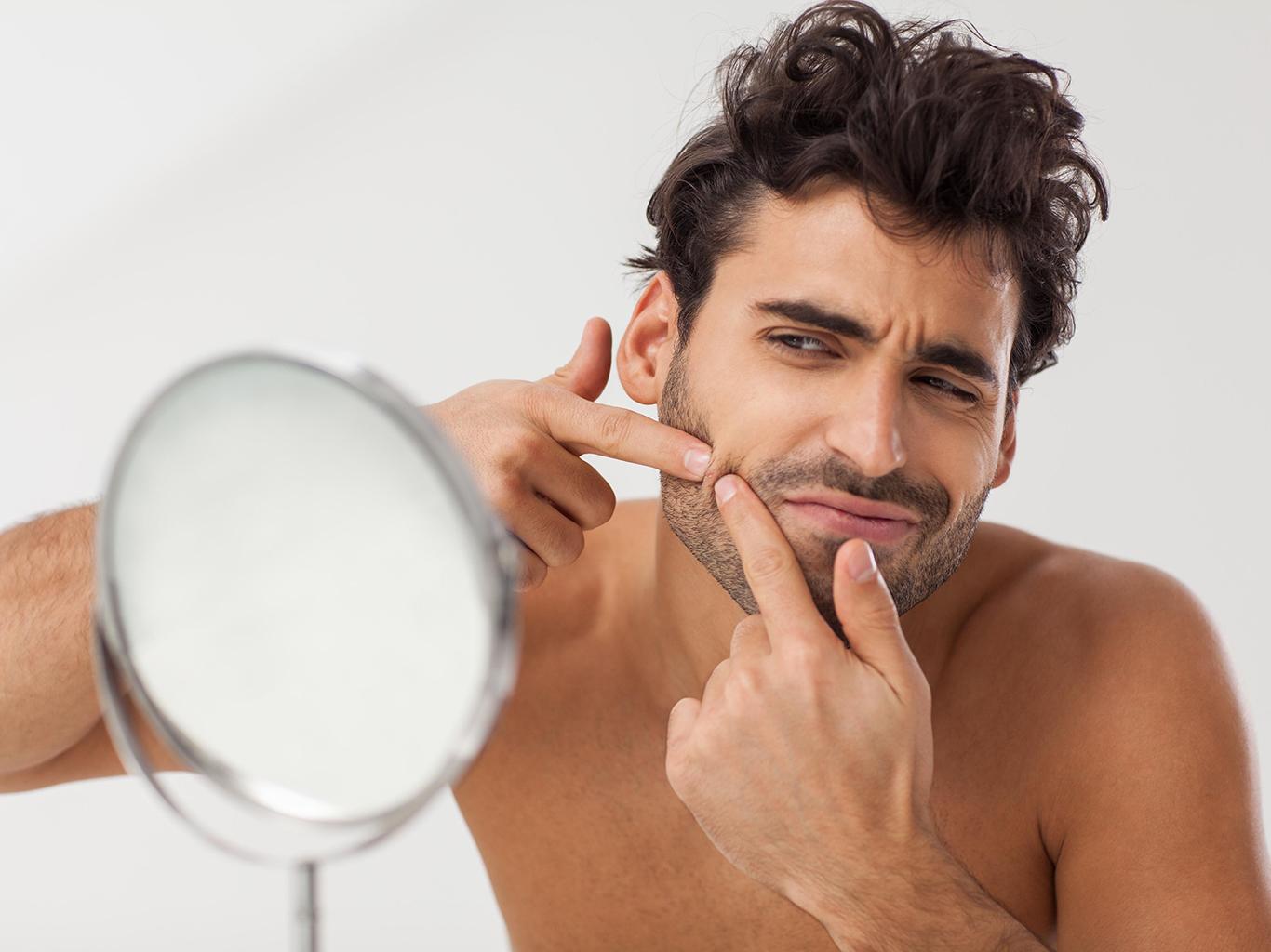 Раздражение от ношения маски у мужчин: как пережить 2020 и не потерять лицо