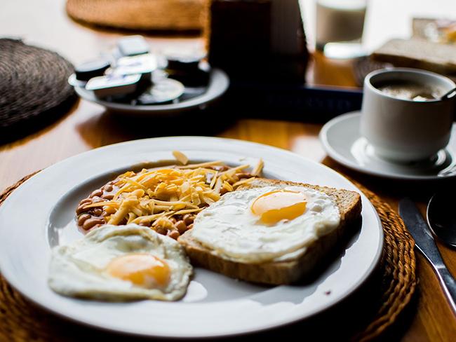 Почему нельзя пропускать завтрак, рассказали специалисты