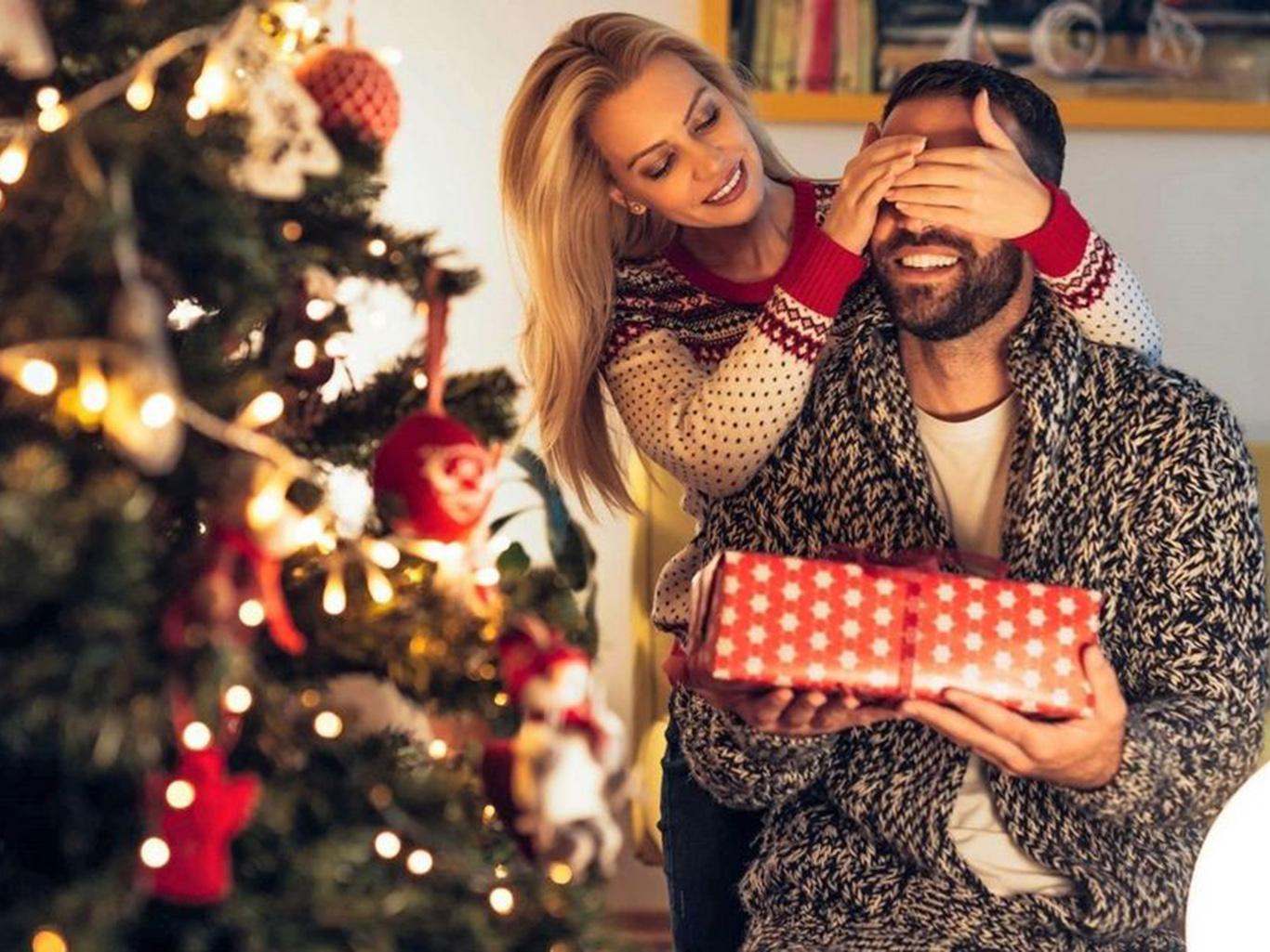 Что подарить на Новый год:  Топ лучших идей подарков для любимых, родных и друзей