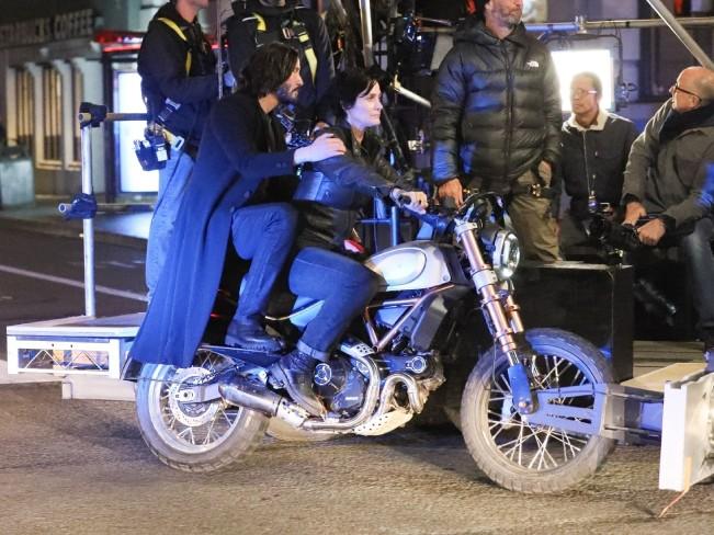 Появилось видео с места съемки четвертой части «Матрицы»