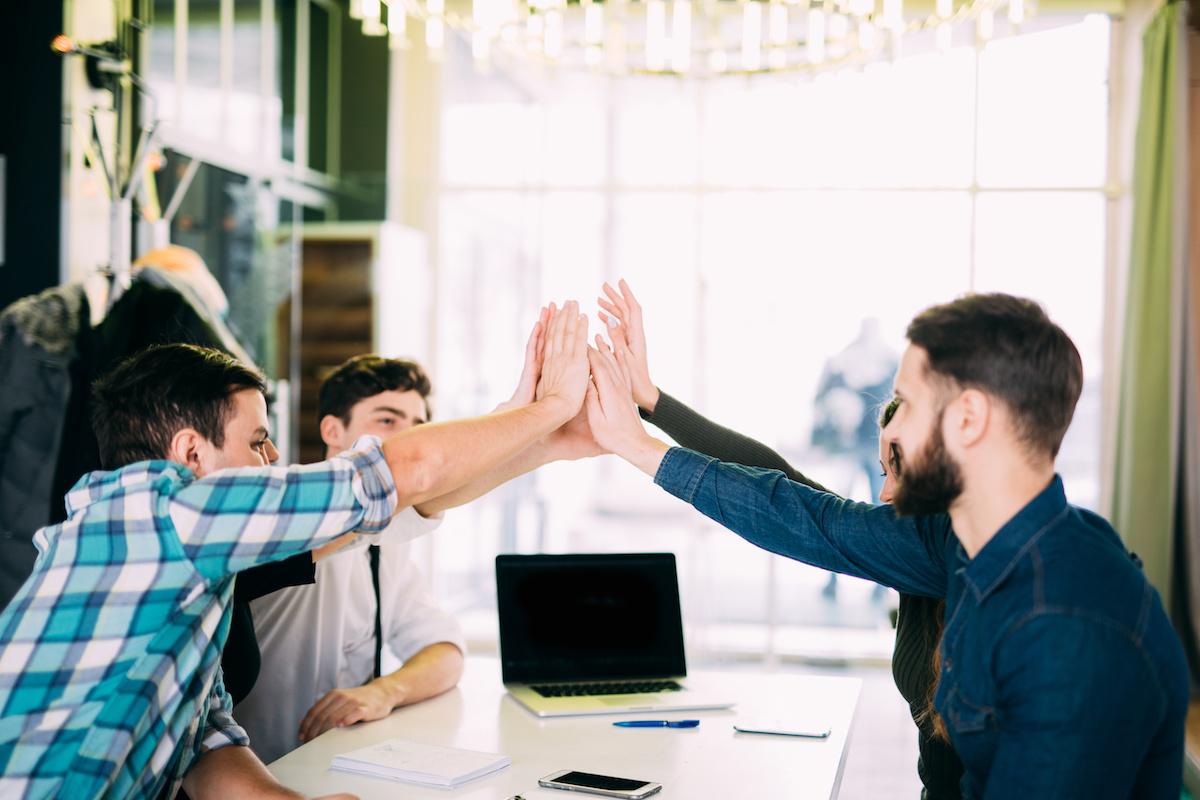 Офисная дружба: плюсы и минусы