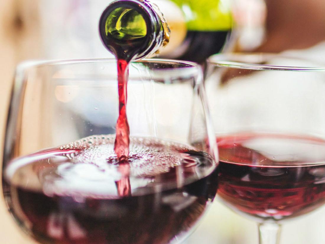 Фото с красным вином