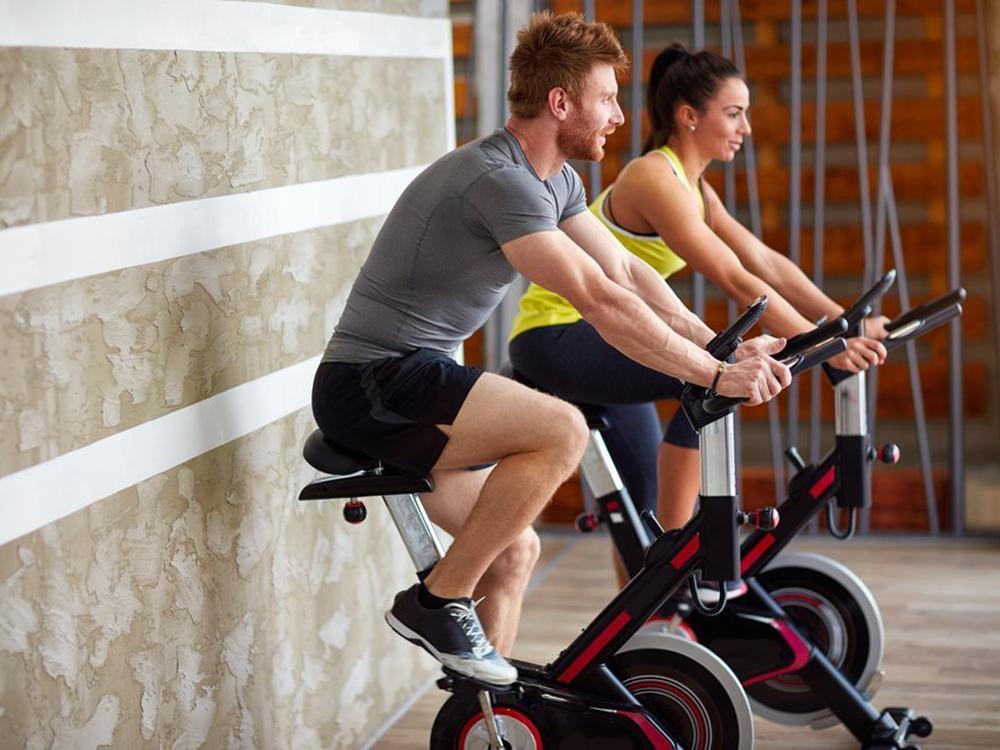 Упражнения на велотренажере, чтобы сбросить вес и повысить выносливость