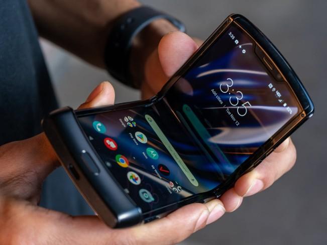 Motorola представила новый Razr с гибким экраном