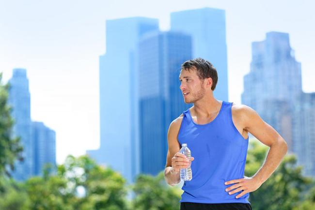 Как правильно заниматься спортом, когда на улице жарко