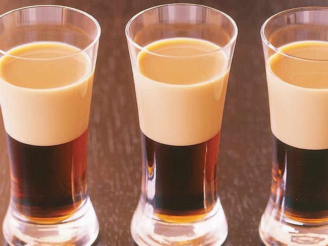 Идеальный тандем: как подобрать лучшую закуску к крепкому алкоголю