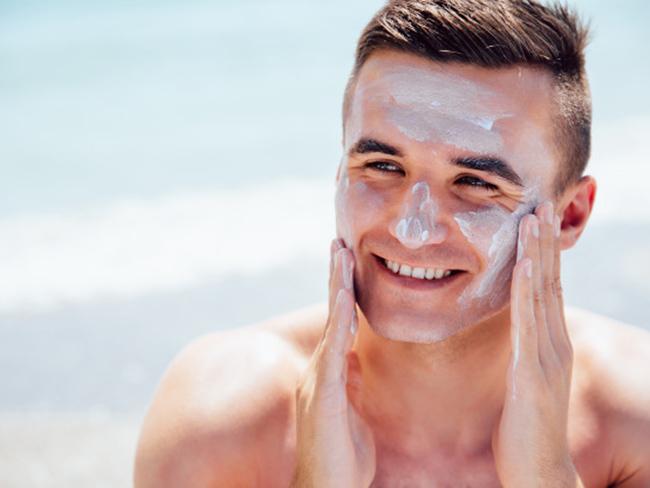 Как ухаживать за кожей зимой: самые полезные советы для мужчин