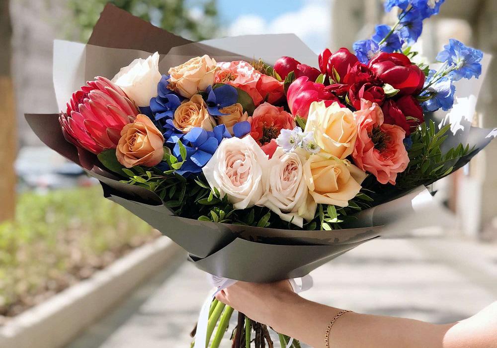 Как выгодно заказать доставку цветов и подарков от профессиональных флористов